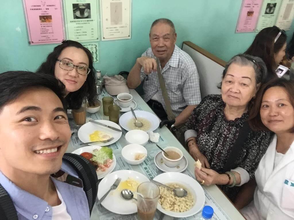 雖然自小沒有父愛,不過黃劍文說幸好有公公婆婆及兩位阿姨的照顧及愛惜,令他也感受到親人的溫暖。