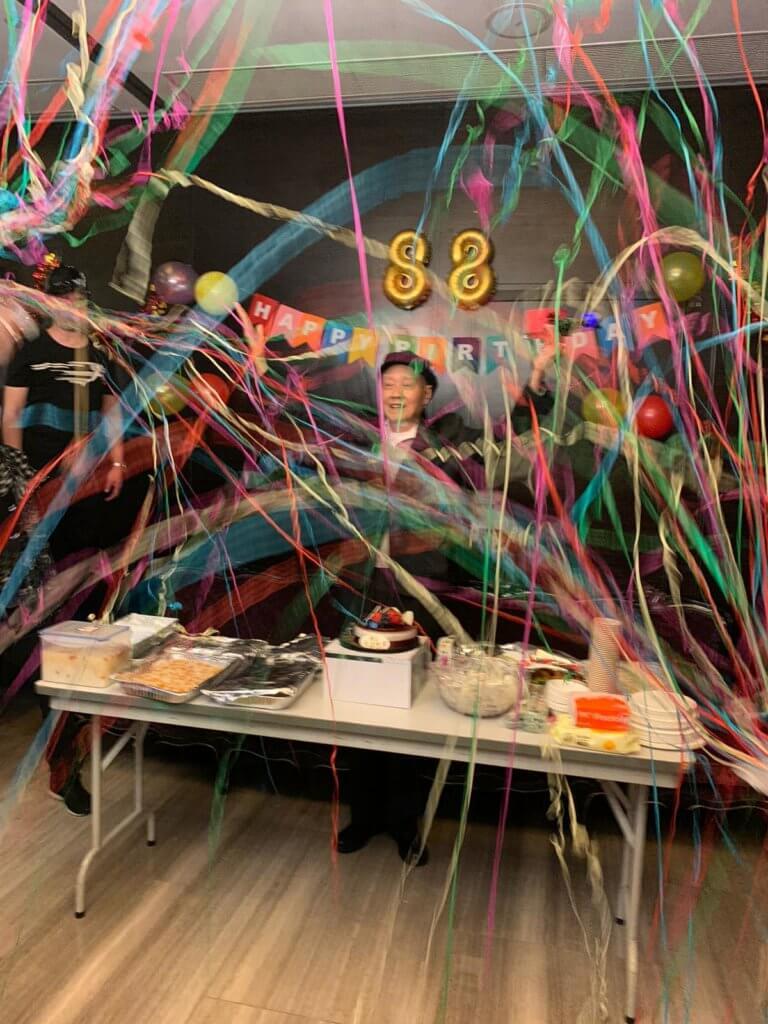 天叔去年的生日派對,與好朋友唱歌歡聚。