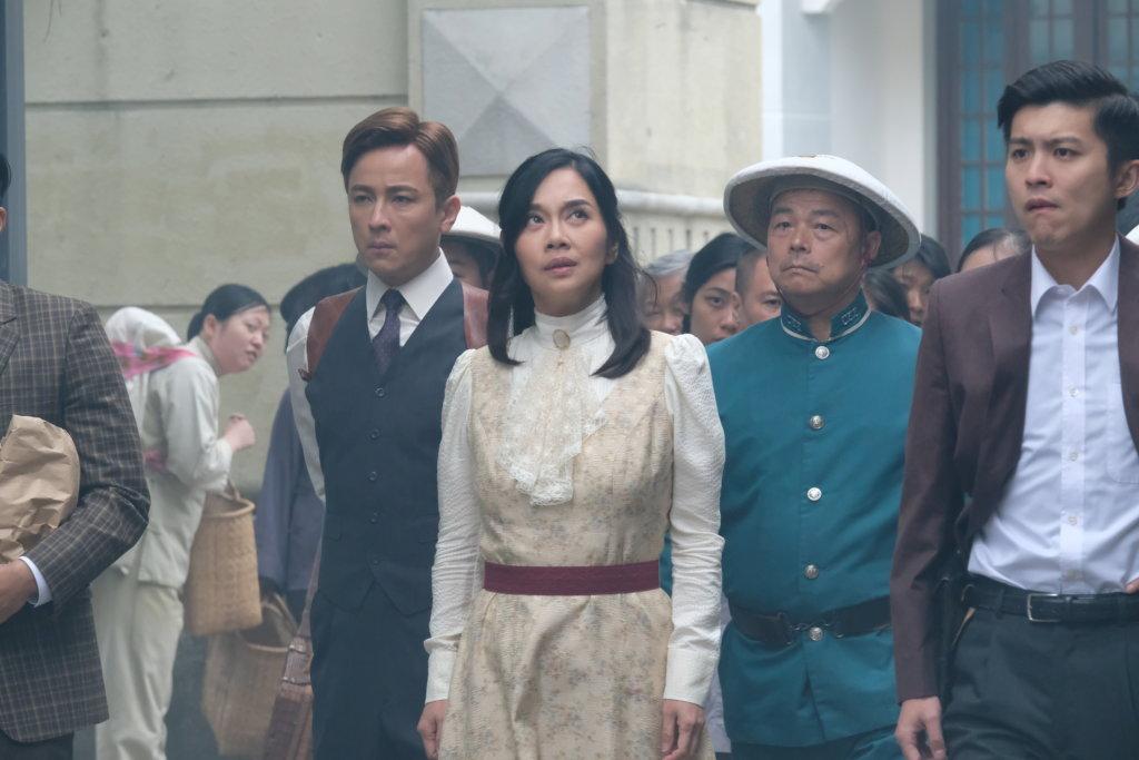 江富強在《福爾摩師奶》飾演大頭綠衣軍裝警察,與陳松伶有對手戲。