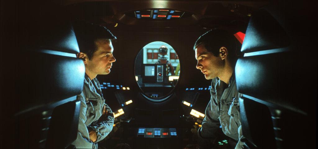 影片的特技場面完全沒有電腦特效幫助,充滿創意與可信性。