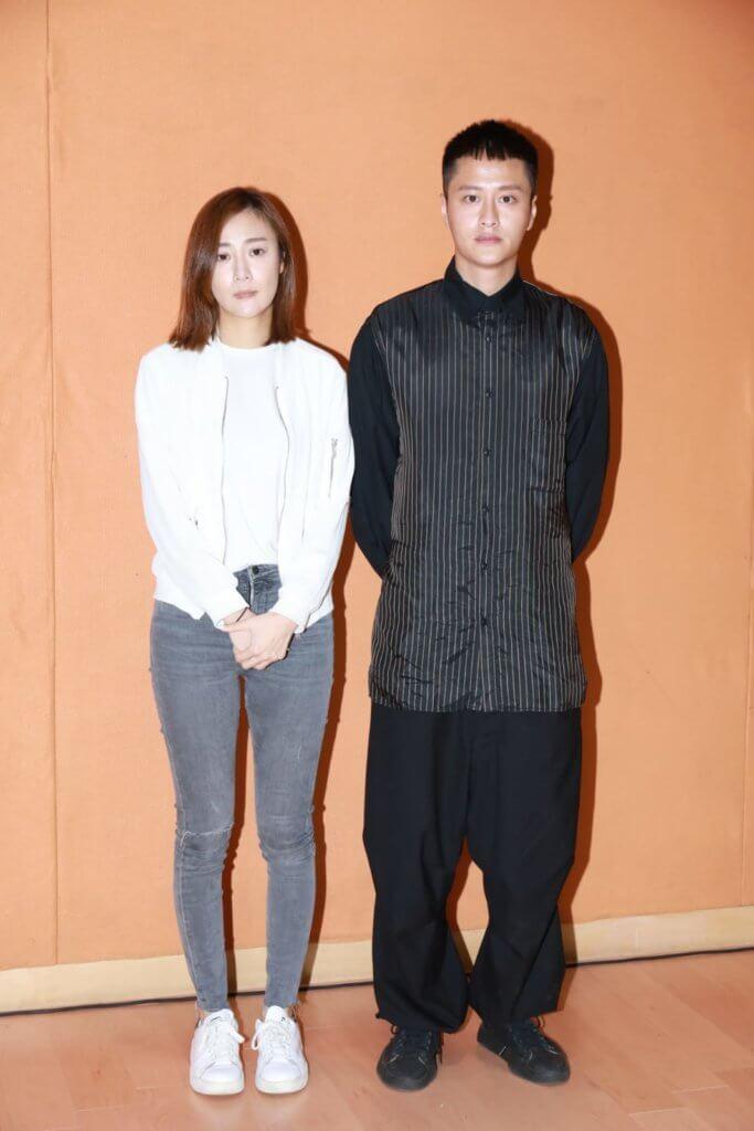 謝東閔陪朱智賢開記者招待會,二人神情凝重。