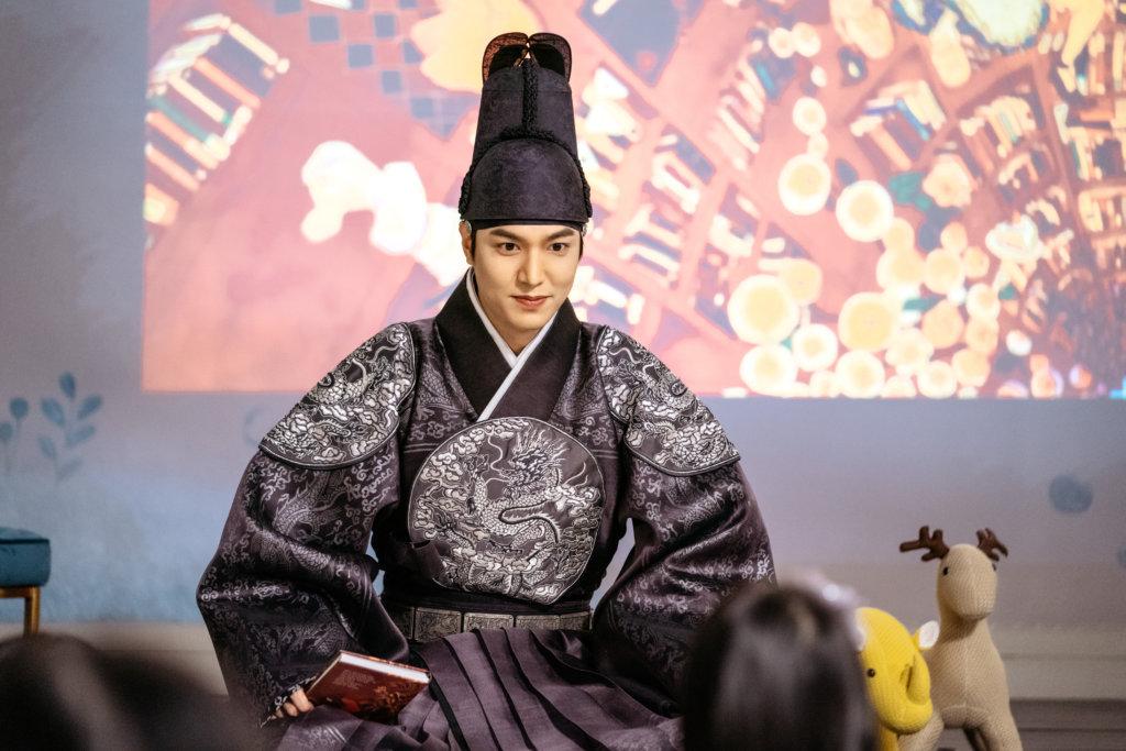 李敏鎬在劇中飾演大韓帝國皇帝,劇情大玩平行時空穿越。
