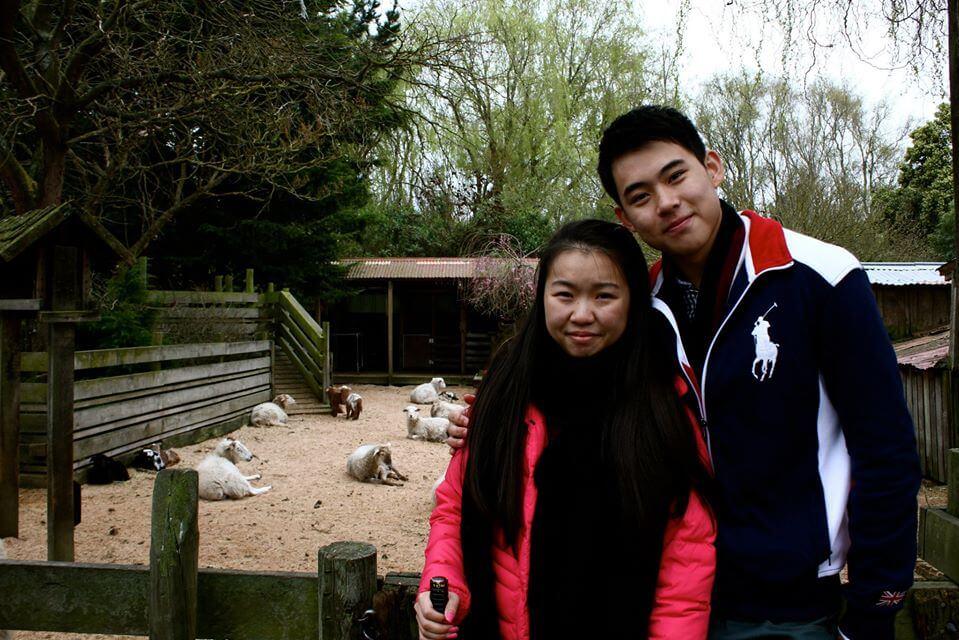 阿瑋和琪琪中學開始再度合作,更由拍檔發展為拍拖。