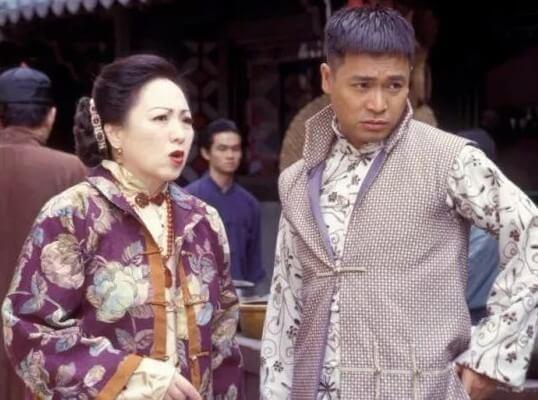 盧宛茵在《戇夫成龍》及《阿旺新傳》中飾演郭晉安阿媽,不過二人真實年齡只相差十一年。