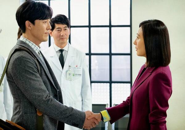 李茂生在《夫妻的世界》中對金喜愛頗有好感,但背後卻暗藏盤算。