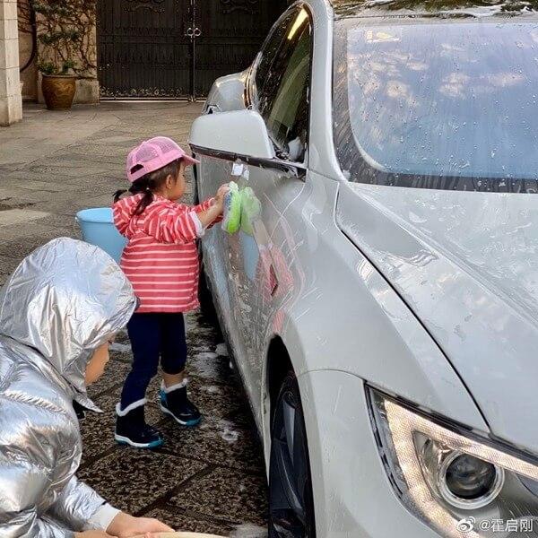 二女Laurissa學習洗車