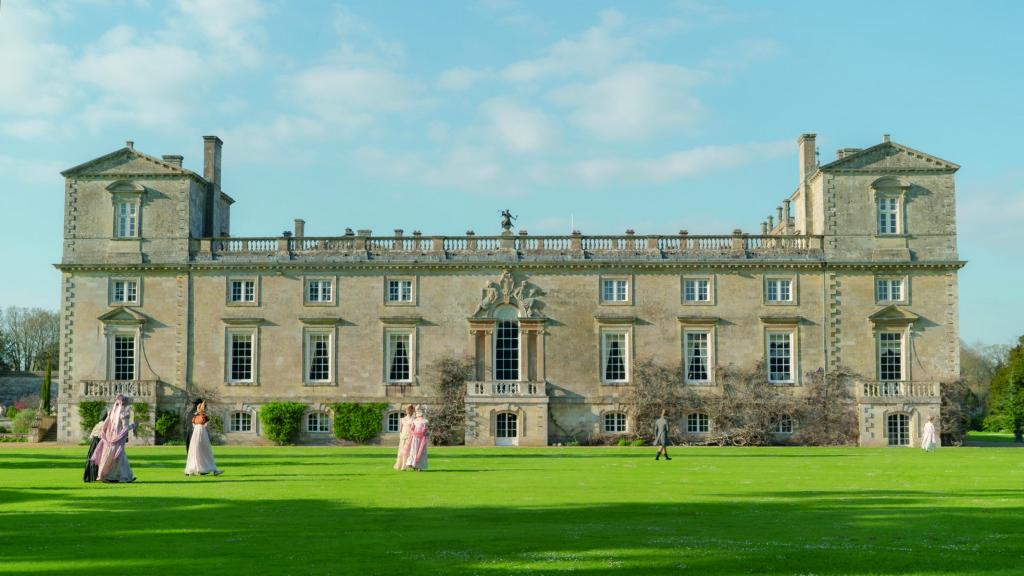 片中豪宅大屋內的陳設裝飾及英國鄉下小鎮風情,都令觀眾目不暇給。