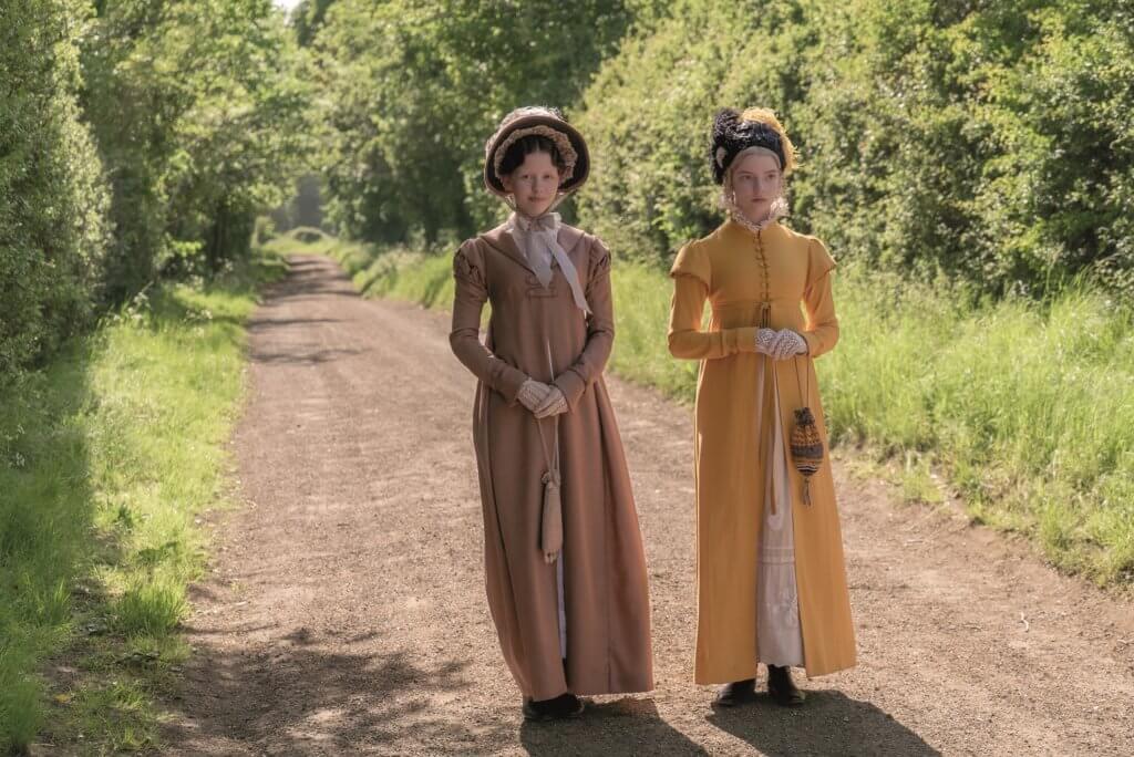 《陰風陣陣》女星美亞哥夫(左)飾演愛瑪的好友,二人經常糖黐豆。