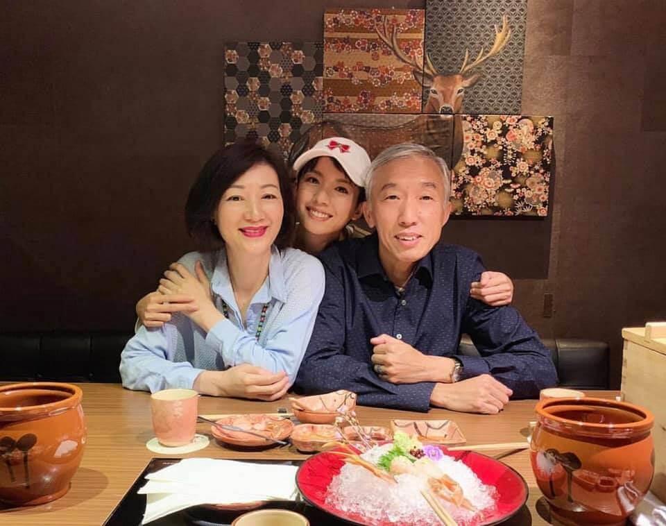 現在與父母的關係愈來愈好,不時抽空陪伴家人。