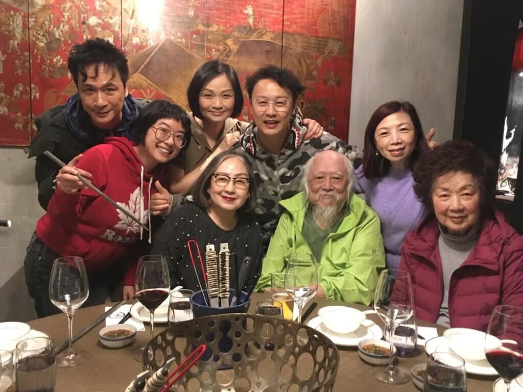 劇集《卡拉屋企》在九一年播出,鄭敬基飾演盧宛茵的兒子,二人後來更正式上契,去年劇中的演員就相約為她慶祝生日,非常長情。
