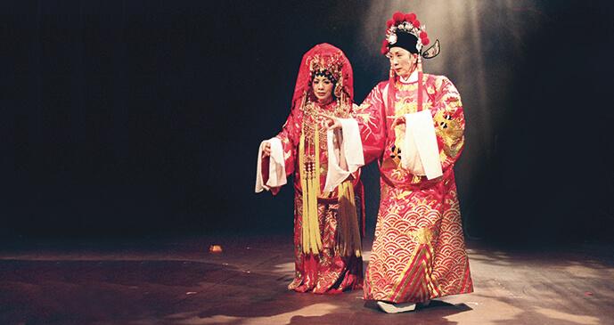 九九年,區嘉雯和陳寶珠合作舞台劇《劍雪浮生》,她演仙姐,寶珠演任姐,演了一百場,非常受歡迎及哄動,區嘉雯說:「當時我們有一百場的湯水之緣!」