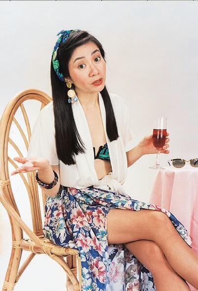區嘉雯演什麼角色都手到拿來,憑着《莎莉要飛》獲香港舞台劇獎「最佳女主角(喜劇/鬧劇)」。