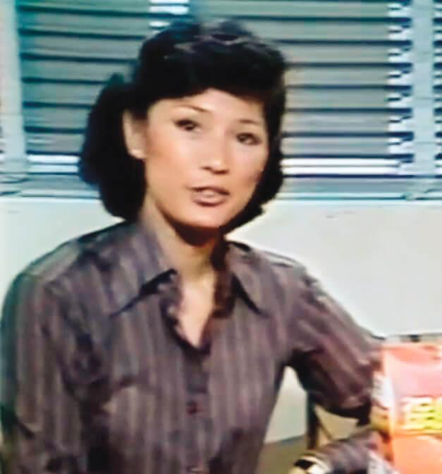 黃淑儀是三位阿姐中最早代言廚房用品的一位。廣告片中那七十年代的她,像新聞報道員多過主婦。當時應該沒有人會料到,再拍入廚廣告,她已經是擦擦神燈便應聲出現的廚神,把美味帶給各式小家庭。