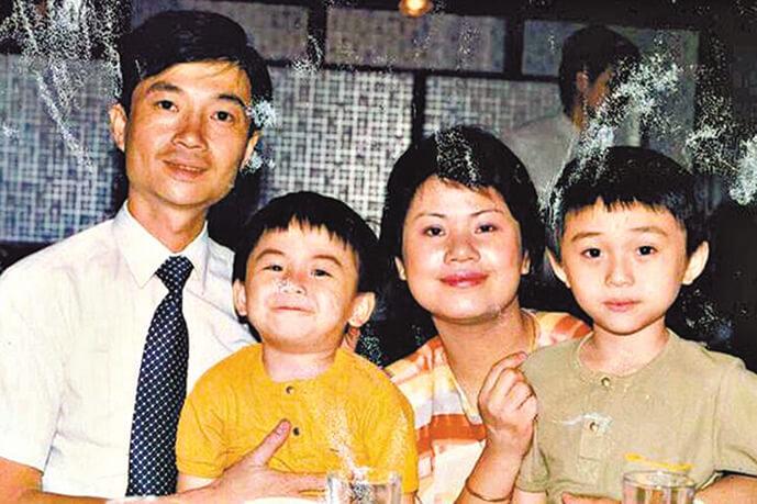 林盛斌生長在小康之家,有疼愛他的父母,還有一個弟弟。