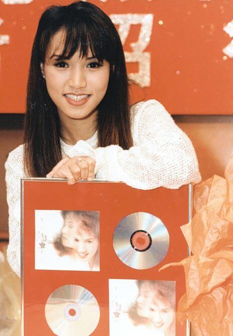 一九八九年,十六歲的黎瑞恩獲歌唱比賽冠軍,加入樂壇;九三年,推出《一人有一個夢想》,成為大熱金曲。