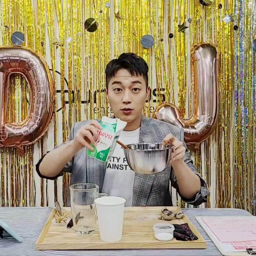 尹斗俊直播製作「400次咖啡」過程,詳細解說。