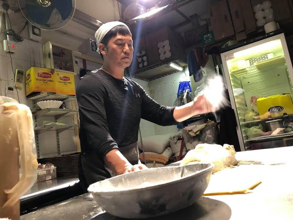 歐錦棠在劇中飾演麵包店老闆,為人固執不妥協兼領悟力強,但自遭驅逐出道場後,性格變得婆媽。