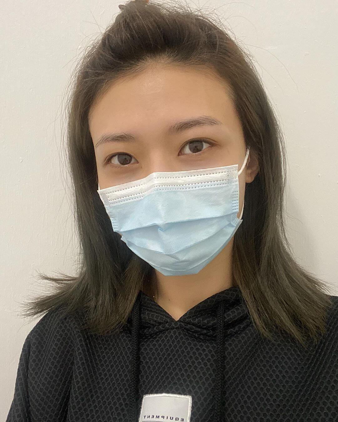 李君妍已入住隔離營,又已做過深喉唾液化驗,測試結果為陰性。