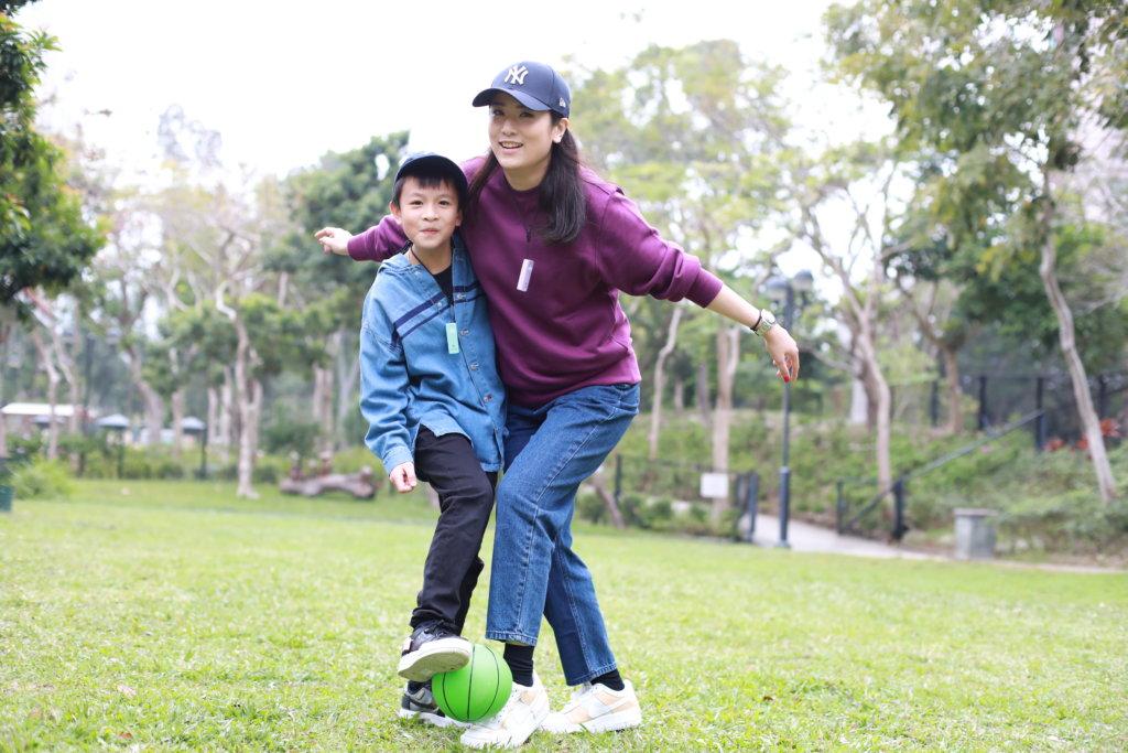 葉凱茵送囝囝往外國升學,希望他學懂獨立。