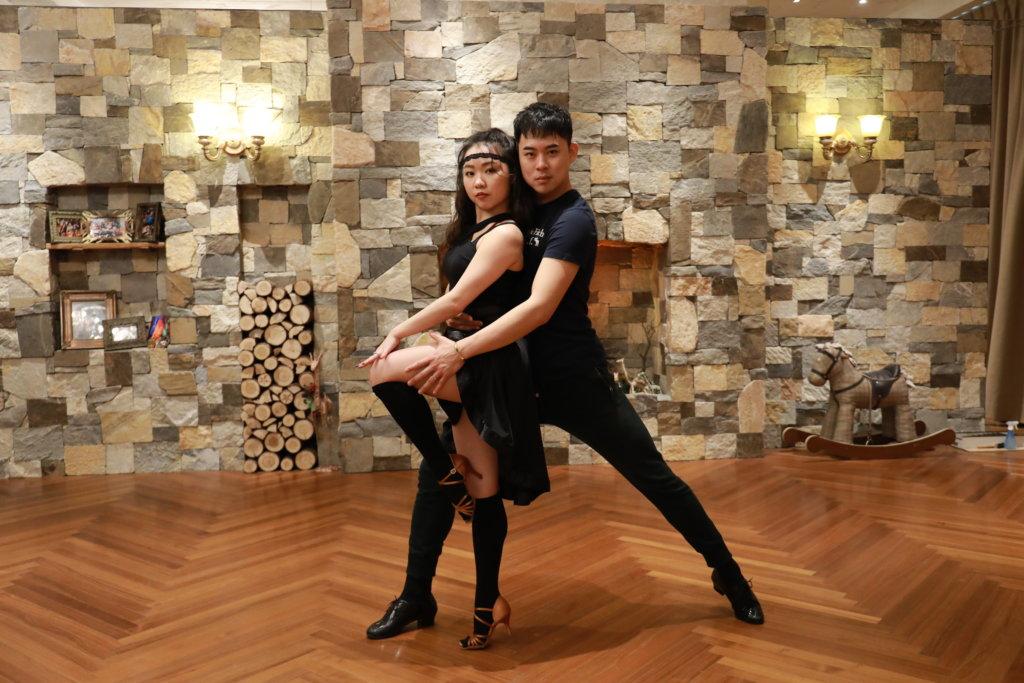 陳慶瑋和田麗琪牽手二十年,在體育舞蹈賽中為共同目標努力。
