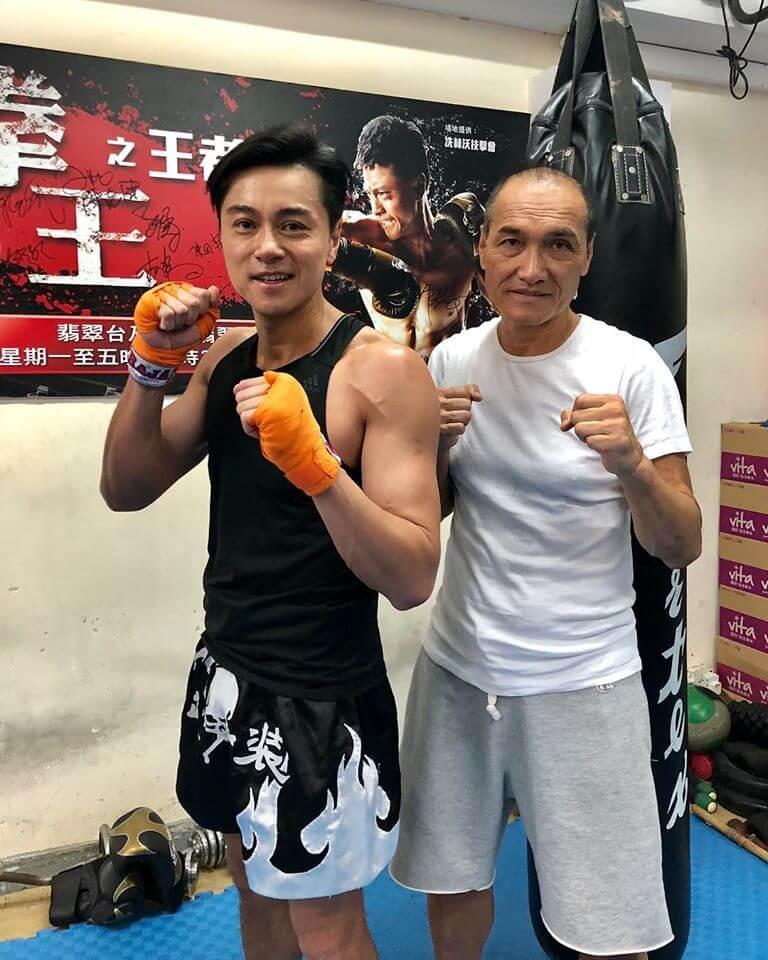 冼師父九八年開始教黃浩然功夫,在無綫劇《拳王》中也有合作。