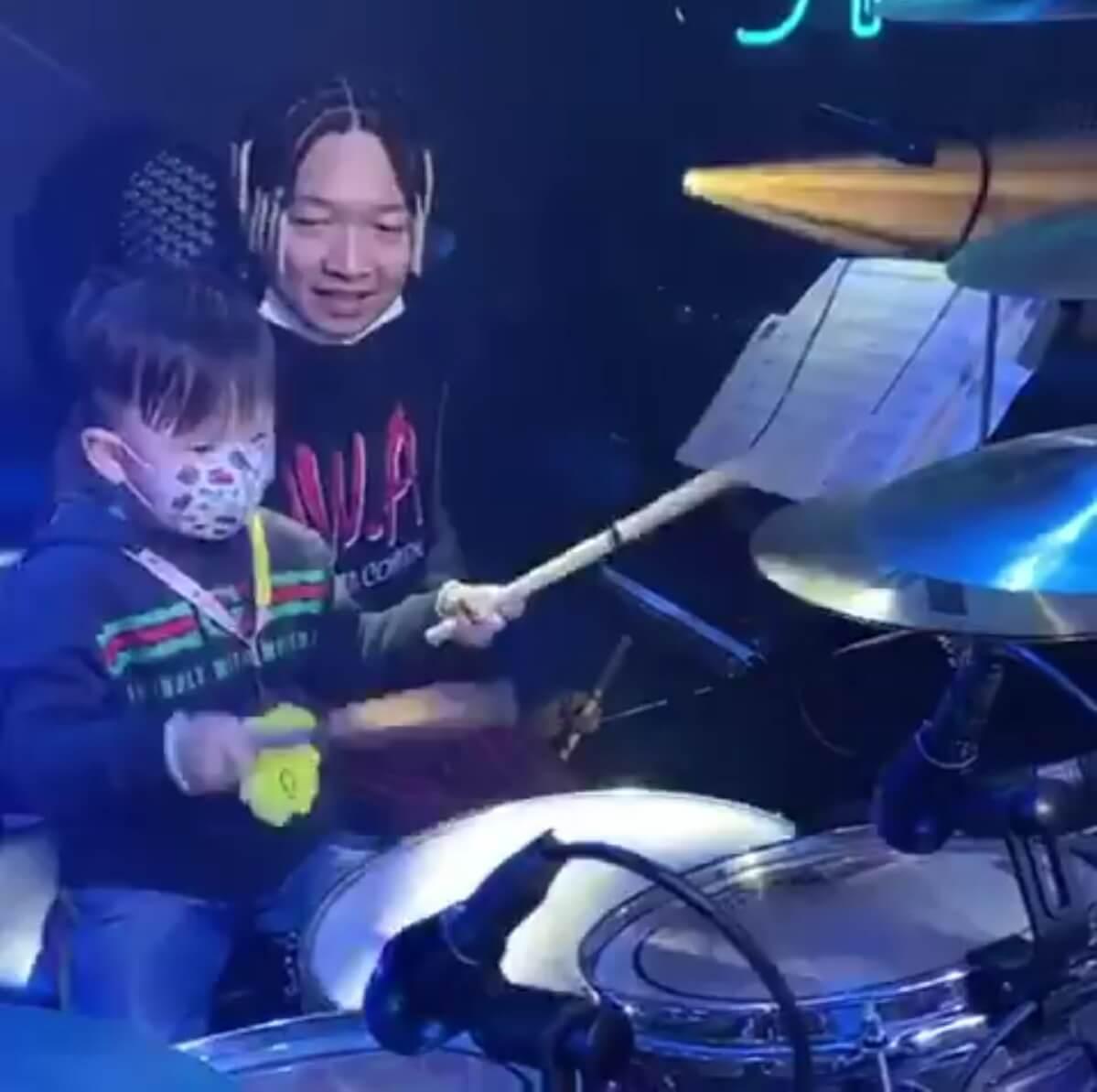 Jazz對拍子感非常敏銳,經過Kevin Boy的指導,打鼓已有板有眼。