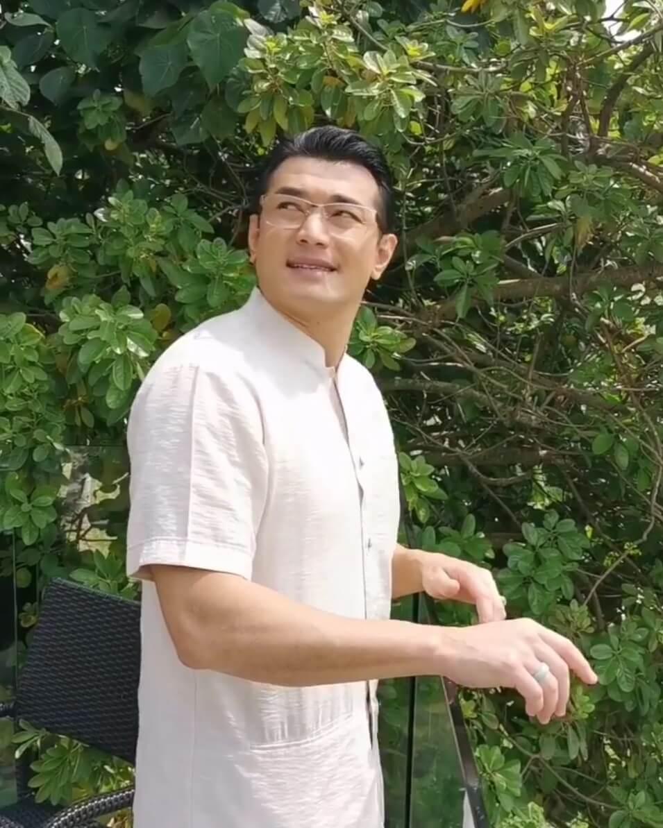 黃祥興站在露台唱歌,想給香港人鼓勵,結果被叫「收聲」;短片固然是搞笑性質,但笑完亦要記住祥興呼籲大家留在家中,勿對新冠肺炎病毒掉以輕心啊。