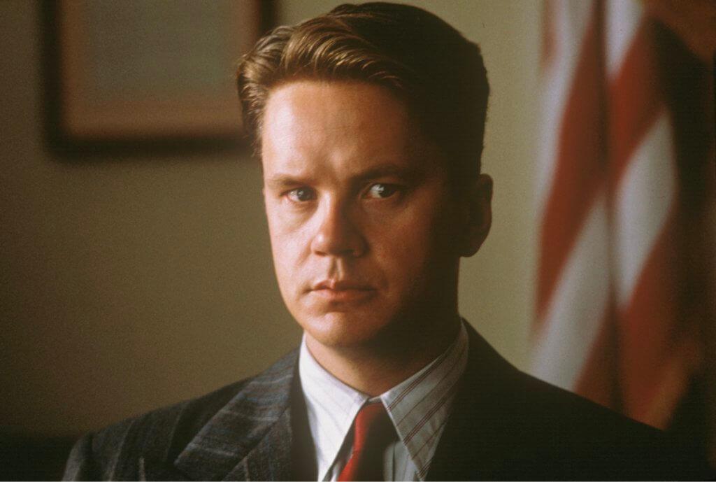 添羅賓斯飾演的銀行家Andy,被屈殺妻入獄。