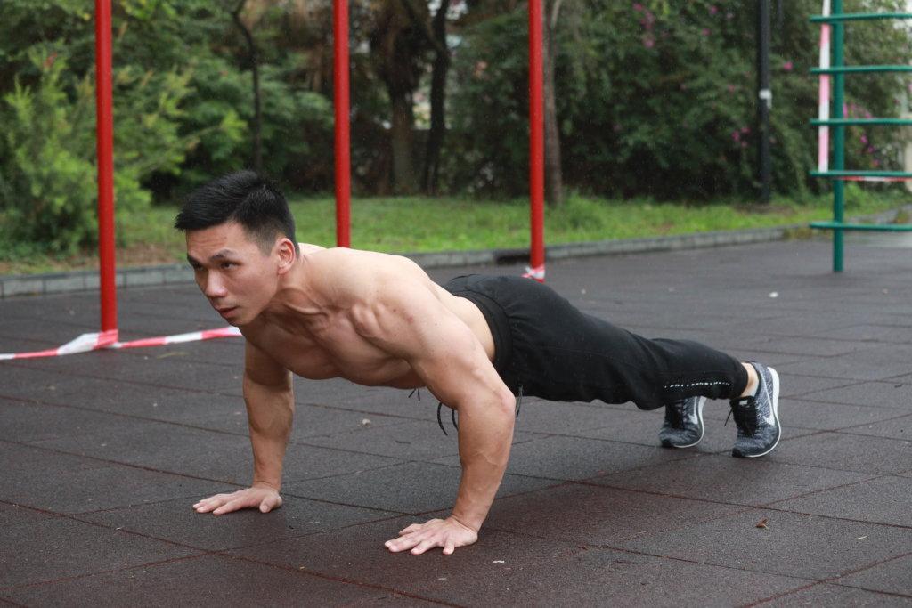 蔡佳潤成功投考紀律部隊,健美運動也取得好成績。