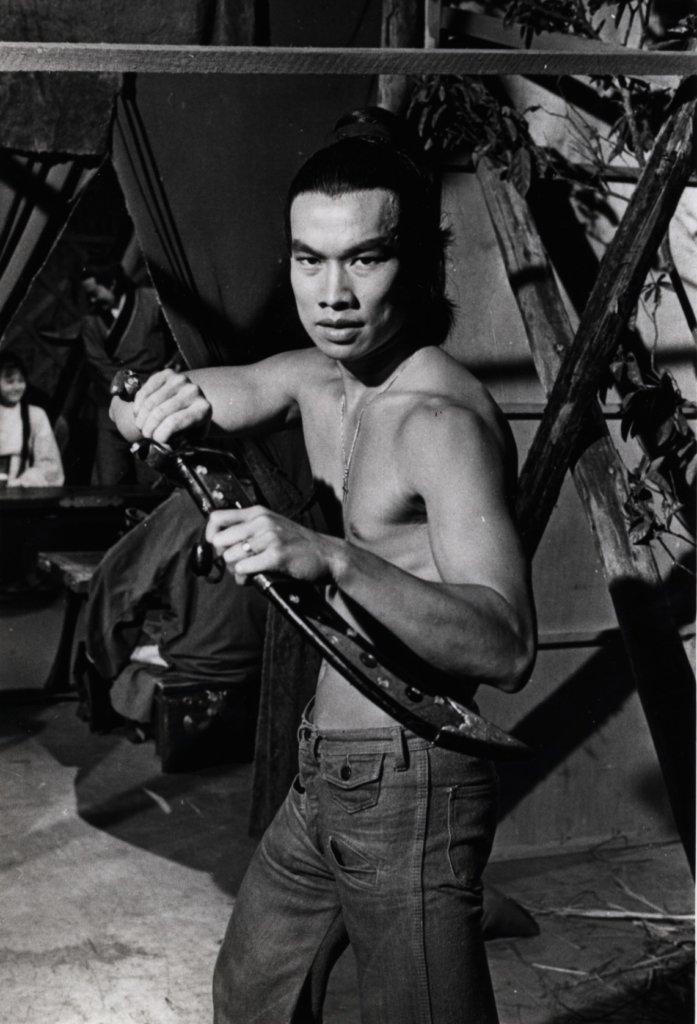白彪年輕時做武師和打星,身形很fit。