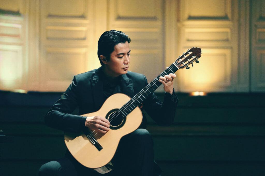 本身有結他底子的福山,演古典結他天才演奏家絕無難度。
