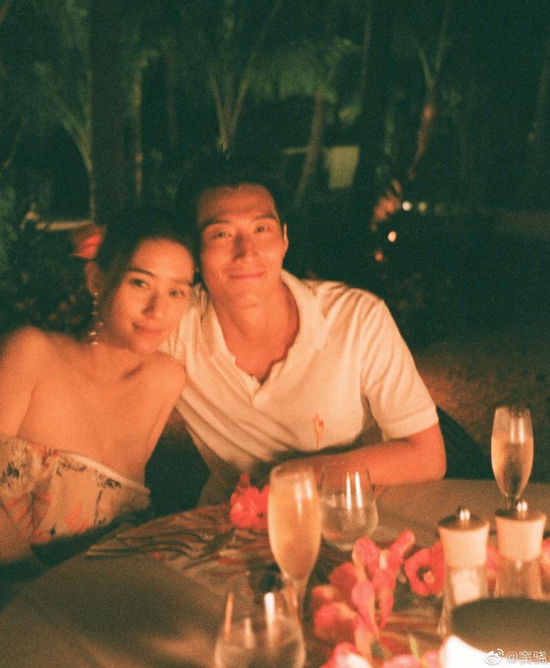 享用浪漫燭光晚餐