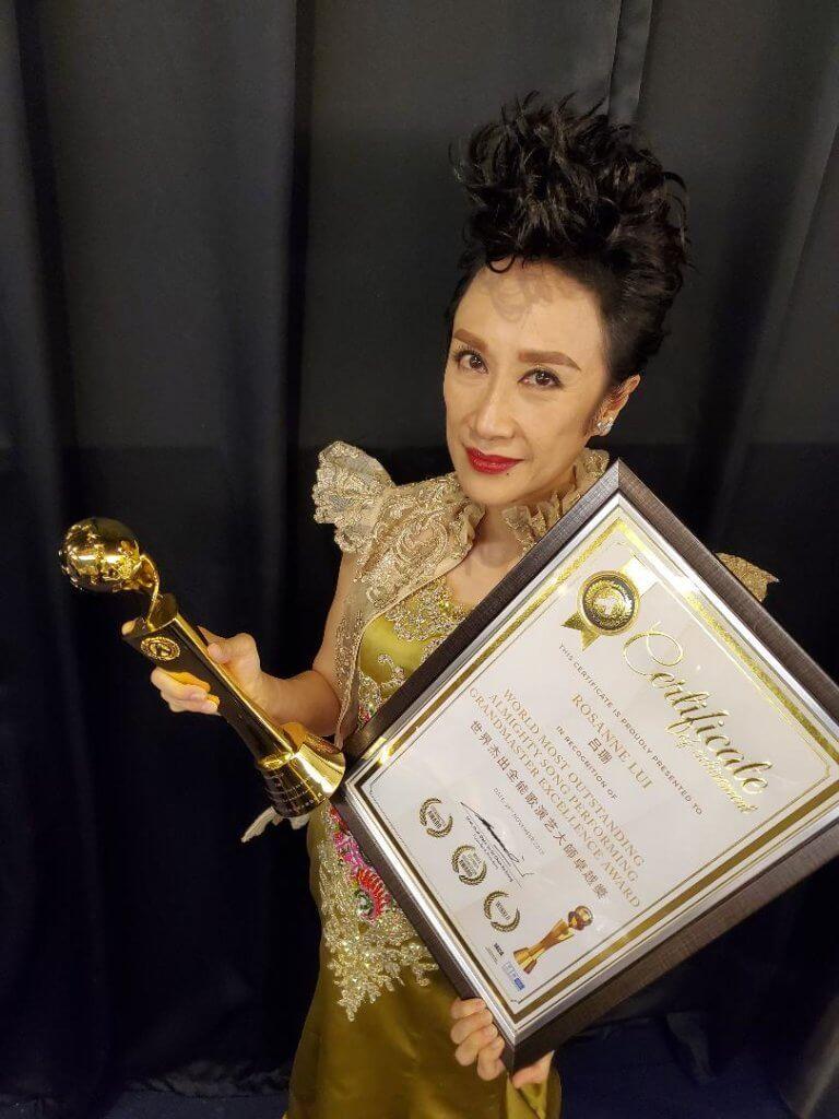 去年她在馬來西亞奪得演藝全能精英獎