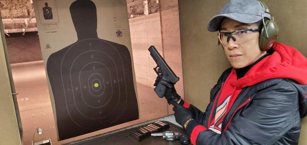 疫情爆發前,她在美國學了一個燒槍課程,增值自己。