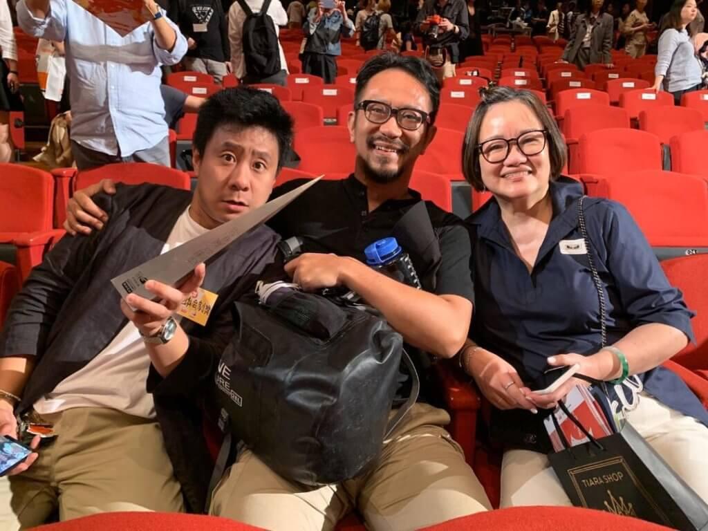 朱栢康獲封劇帝,哥哥和媽媽當然來支持。