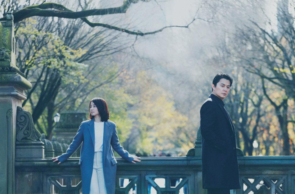 由福山雅治與石田百合子主演的《日間演奏會散場時》,改編自同名暢銷小說。
