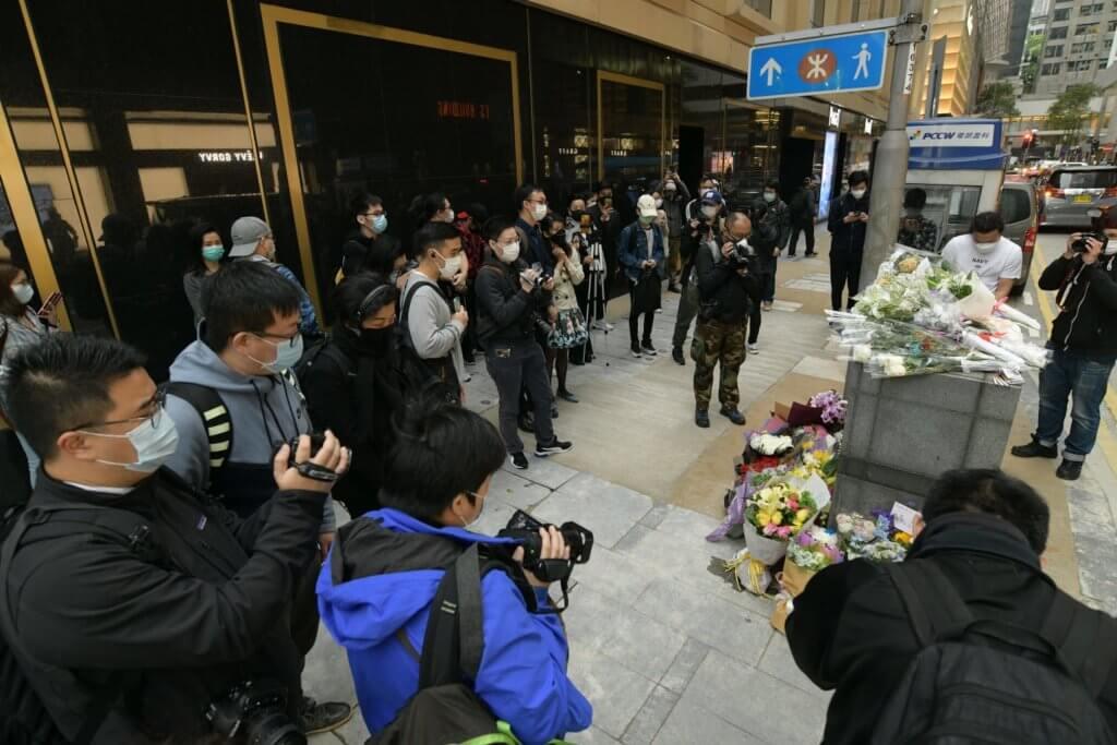 【張國榮逝世17周年 】哥迷到文華酒店獻花悼念