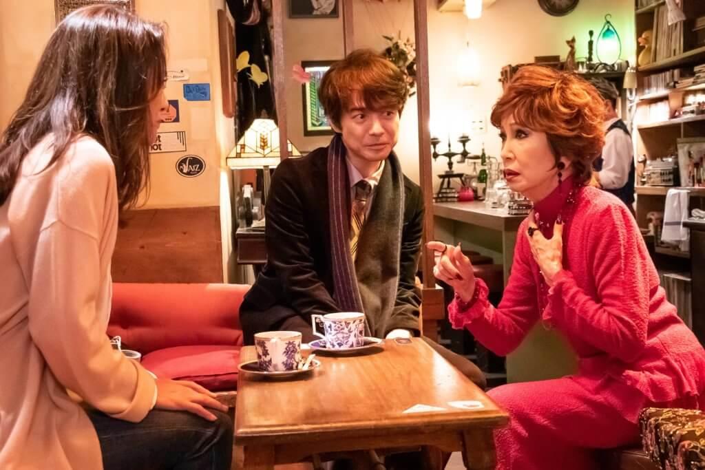 飾演阿寅舊愛Lily的淺丘琉璃子(右),亦回歸演出。