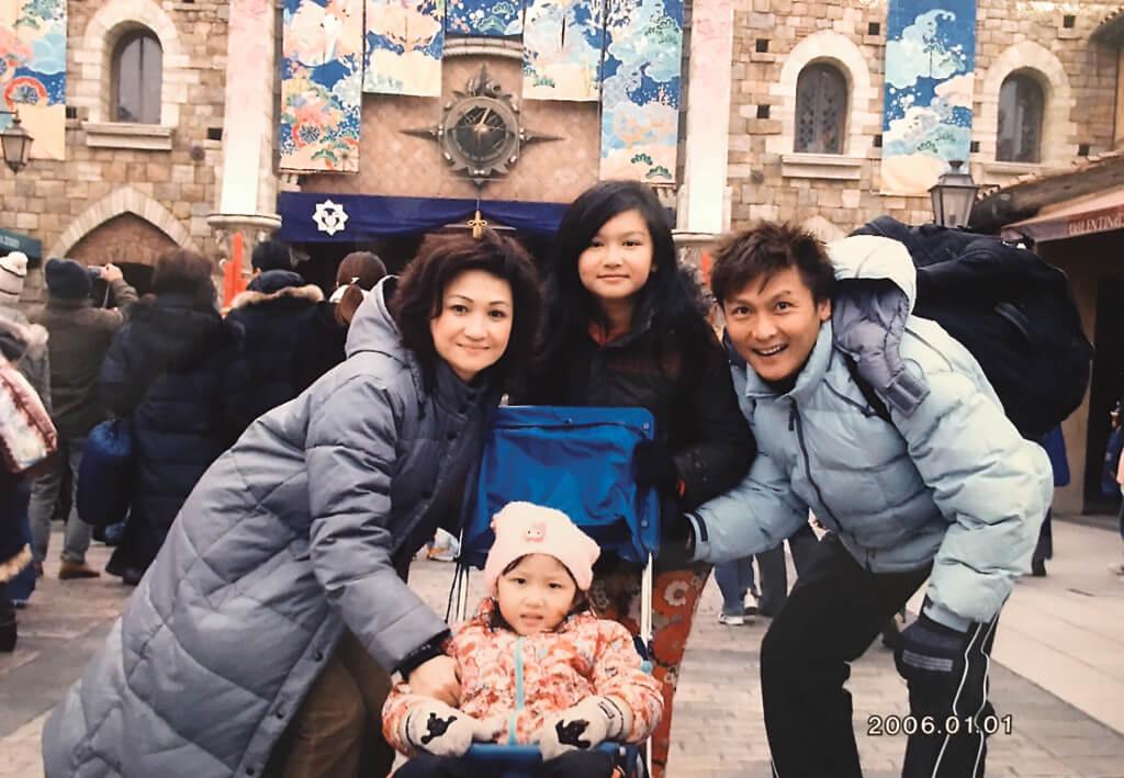 關禮傑喜歡與太太及兩個女兒一起旅行