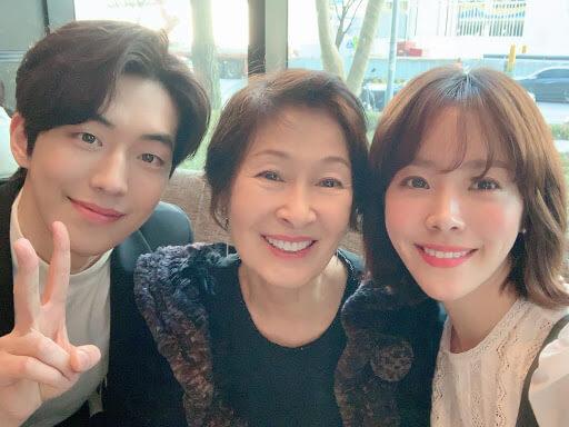 金惠子去年拍攝《耀眼》,由韓志旼飾演年輕時的自己。