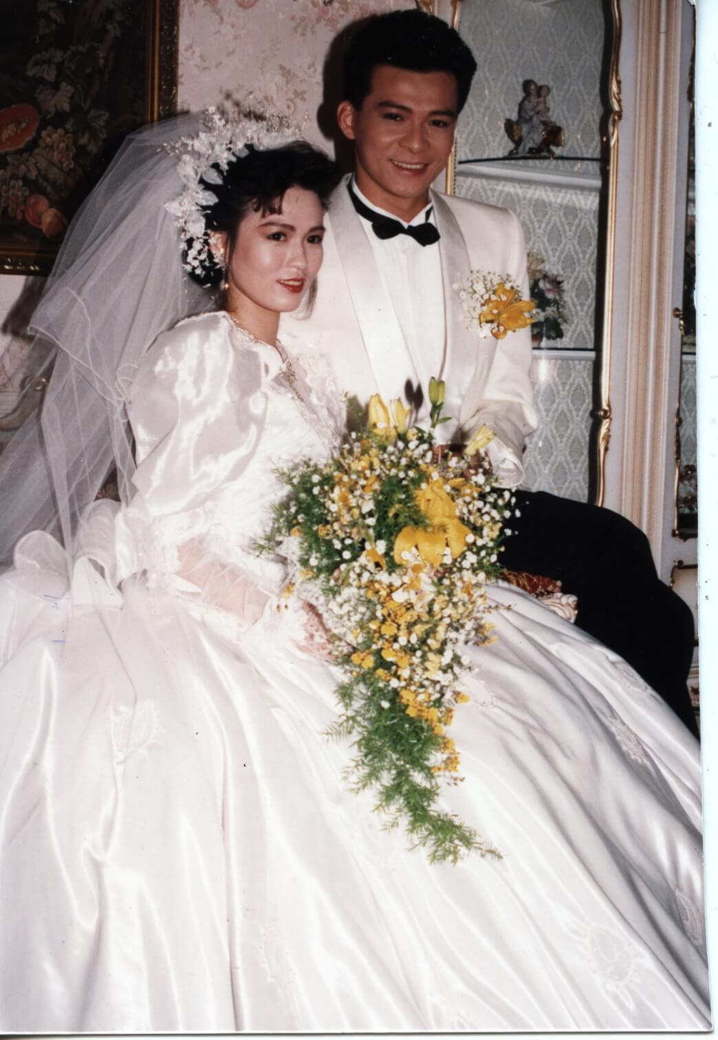 20200528 黃日華太太梁潔華2013年患上急性骨髓性白血病,曾接受化療及骨髓移植,但近年病情反覆,日前情况惡化入住醫院深切治療部,據悉由於器官衰竭,延至前日下午4時病逝,終年59歲。 梁潔華與黃日華於1988年結婚。 黃日華 梁潔華 mpn 18-11-88