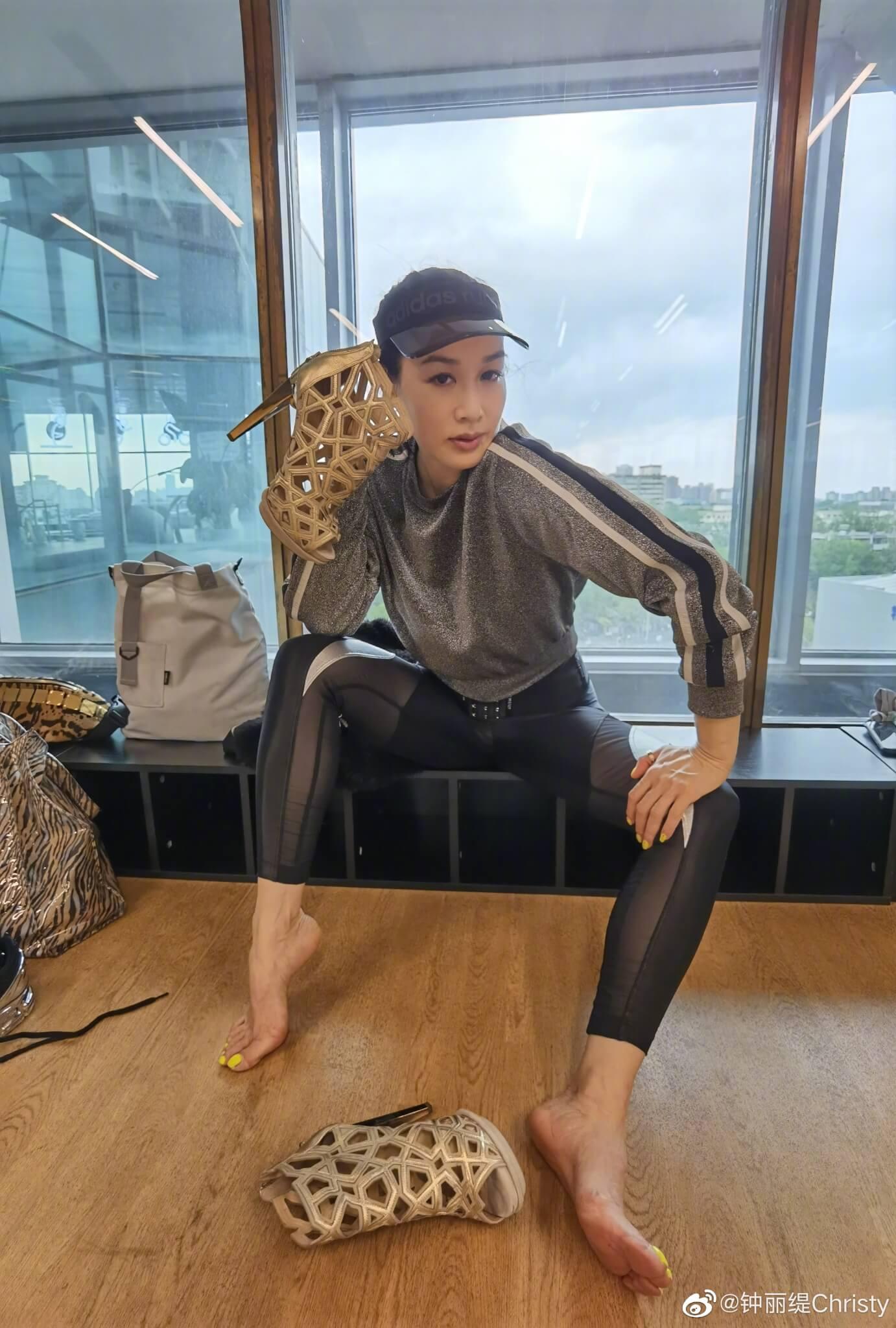 鍾麗緹將在比賽中大跳勁歌熱舞,穿上五吋的高踭鞋一展舞藝。