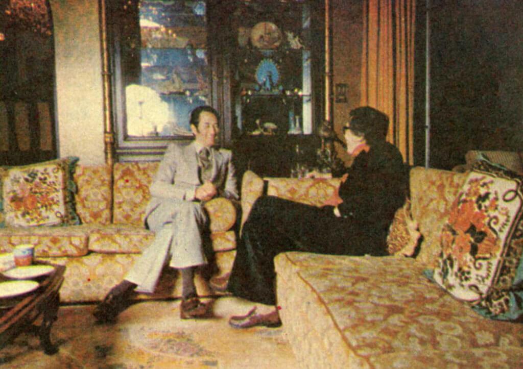 一九七九年,黃霑代表《明周》訪問何鴻燊,那時他已是無人不識的賭王,寫出了《數風雲人物》系列文章的第一擊,連續六期在《明周》刊載。