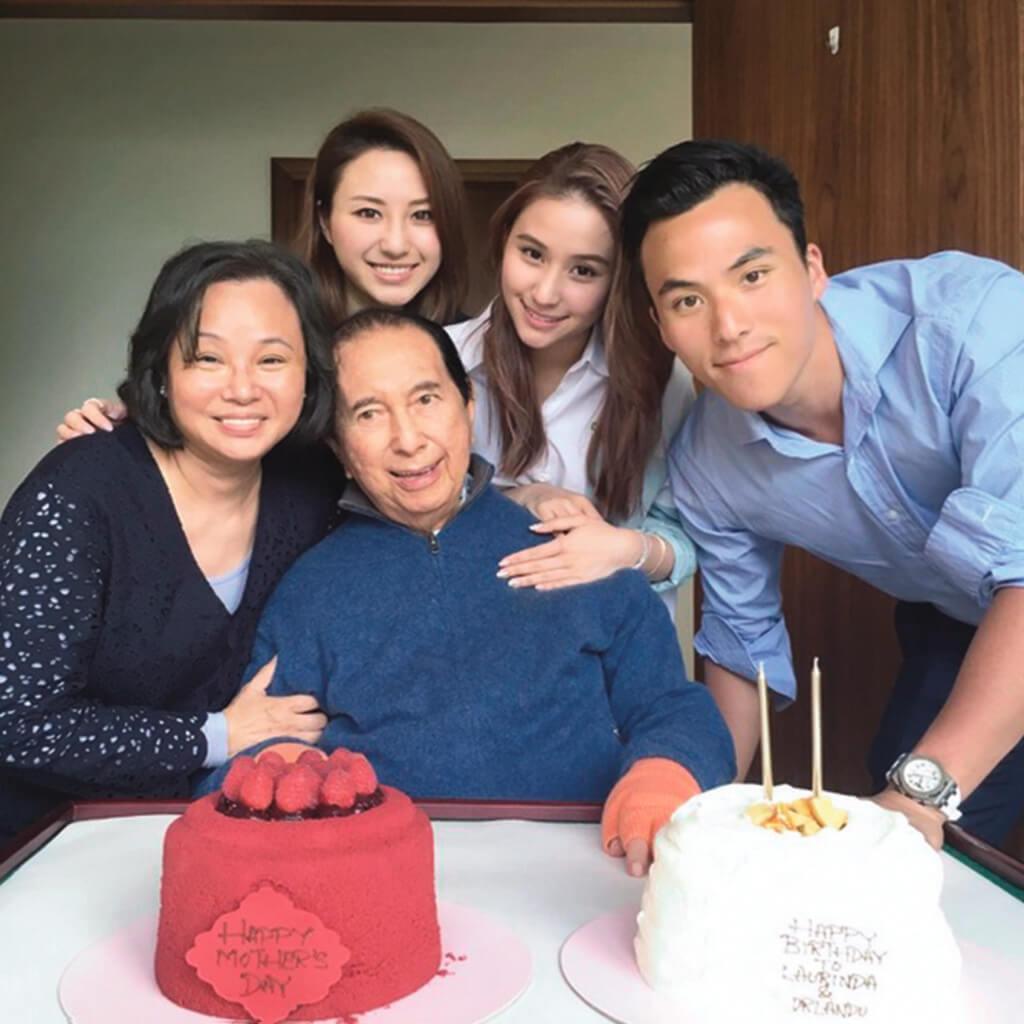 與賭王齊齊慶祝母親節兼龍鳳胎超蓮和猷啟的生日