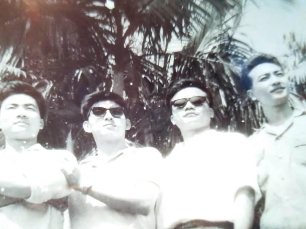 蔡國慶與盧氏兄弟年輕時合照,(左起)三弟盧海潮、蔡國慶、大哥盧海濤及二哥盧海鵬。