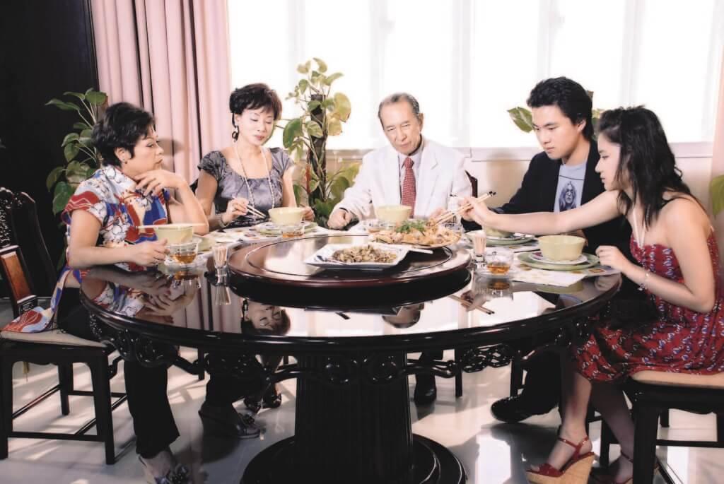 賭王與三太陳婉珍及一對兒女應肥媽邀請,出席《肥媽私房菜》節目。