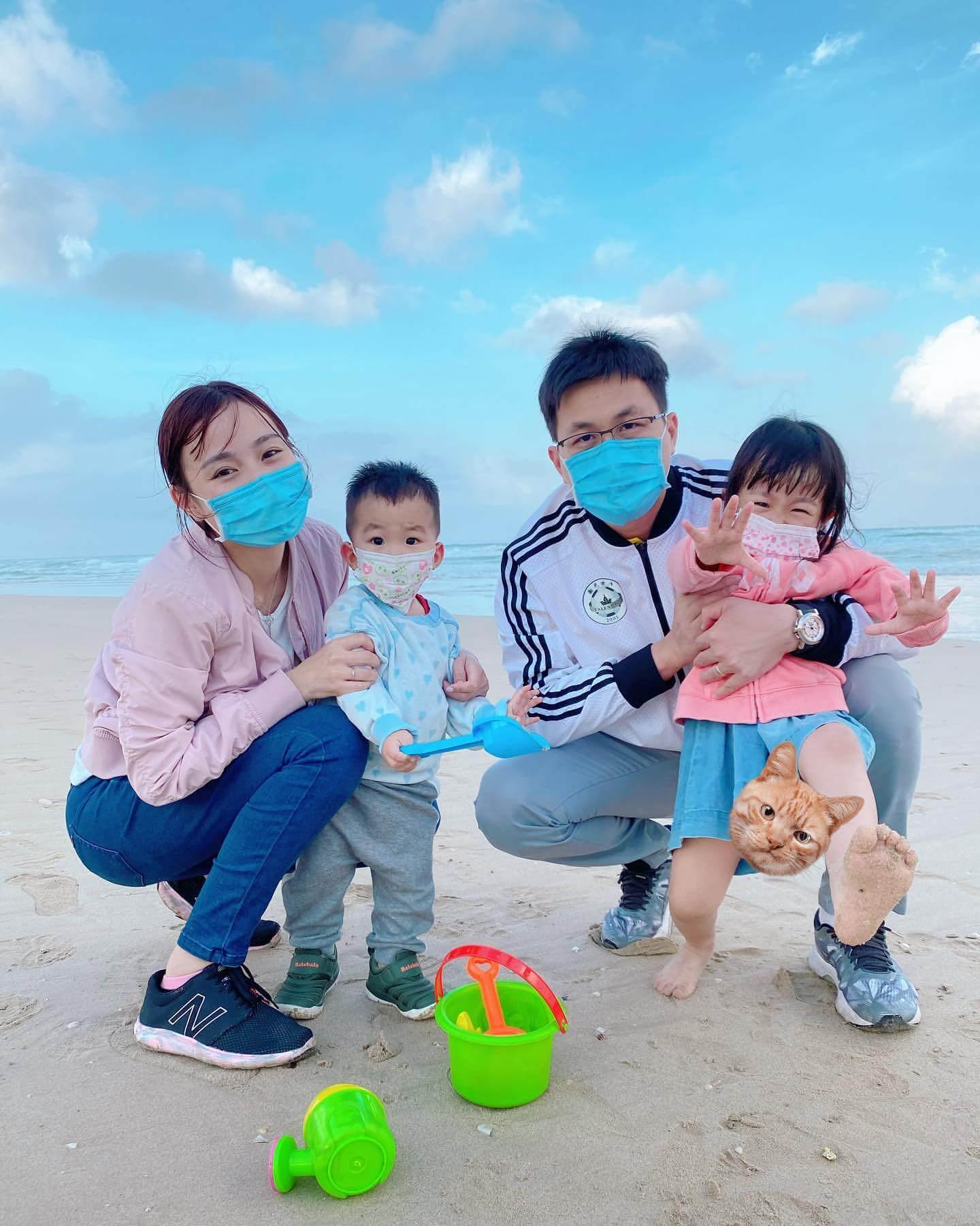 李蘊一家四口於農曆新年回海南度歲。