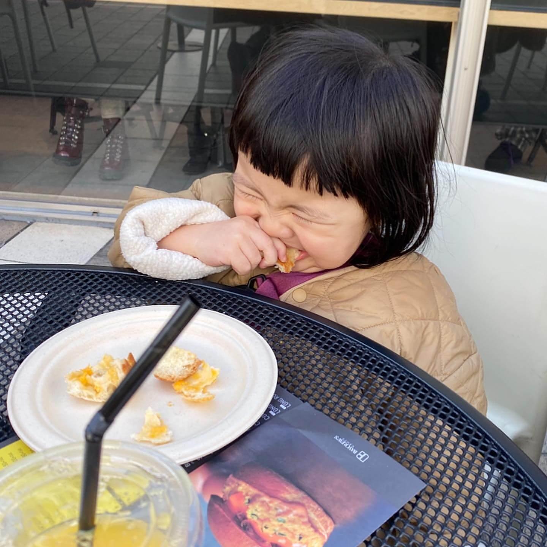 為食相六:媽媽的麵包好硬,最終怒吞!(出盡洪荒之力咬)