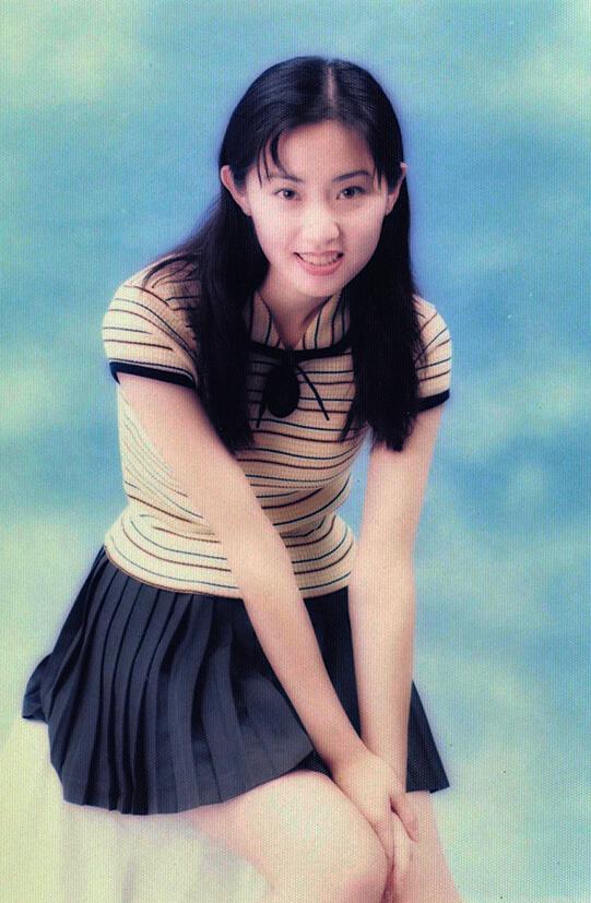 張玉珊十五歲已有170cm的高度,亭亭玉立又五官標致,接拍廣告後正式踏足娛樂圈。