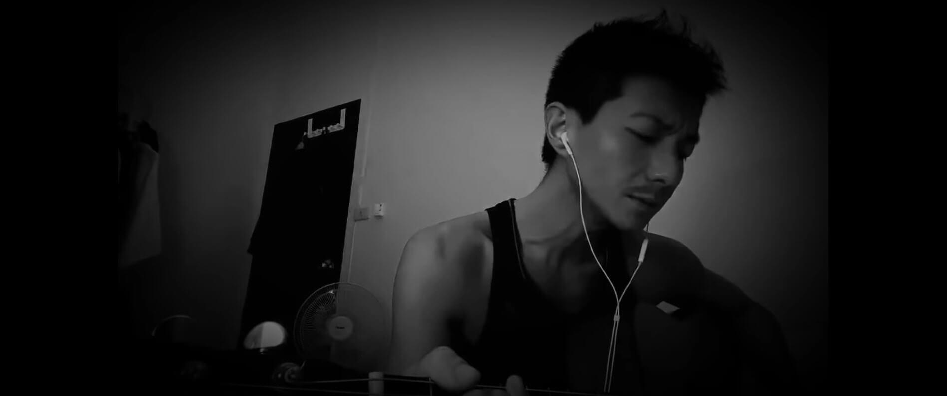 神隱了五個多月,周國賢終於在其YouTube平台「現身」,上載自彈自唱日文歌的黑白片段。